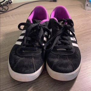 LIKE NEW ADIDAS WOMENS SNEAKERS